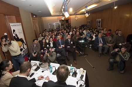 A sajtótájékoztatón mintegy 80 újságíró vett részt