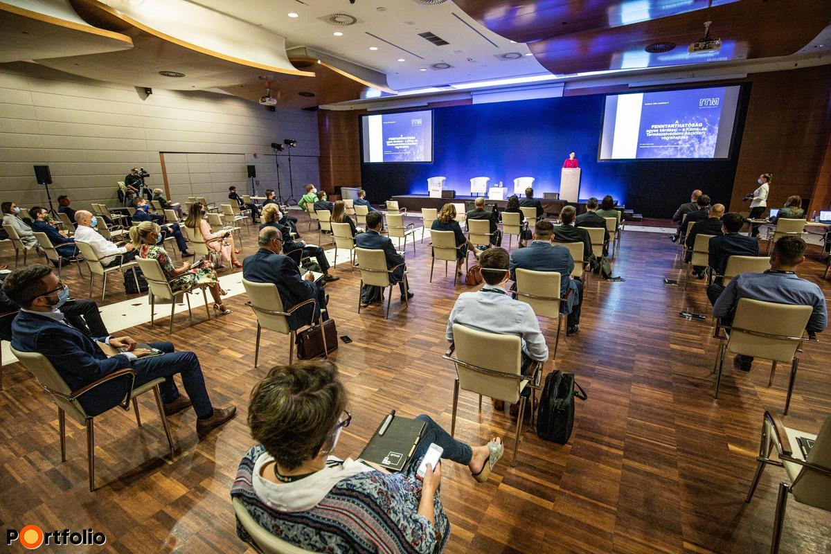 Több, mint 200 fővel került megrendezésre a Sustainable World 2020 hibrid konferenciája. Maximális helyszíni biztonság és a megszokott magas szakmai színvonal a helyszínen és a virtuális térben is