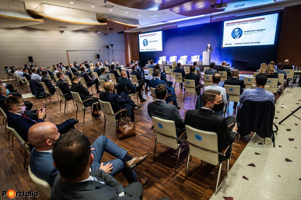 Több, mint 120 fő részvételével került megrendezésre Property Market RELOADED 2020 c. konferenciánk. Helyszíni létszám-korlátozást vezettünk be, megfelelő távolságtartással alakítottuk ki az ültetési rendet.