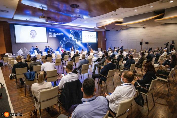 Több mint 300 fővel került megrendezésre a Hitelezés 2020 hibrid konferencia. Maximális helyszíni biztonság és a megszokott magas szakmai színvonal a helyszínen és a virtuális térben is.