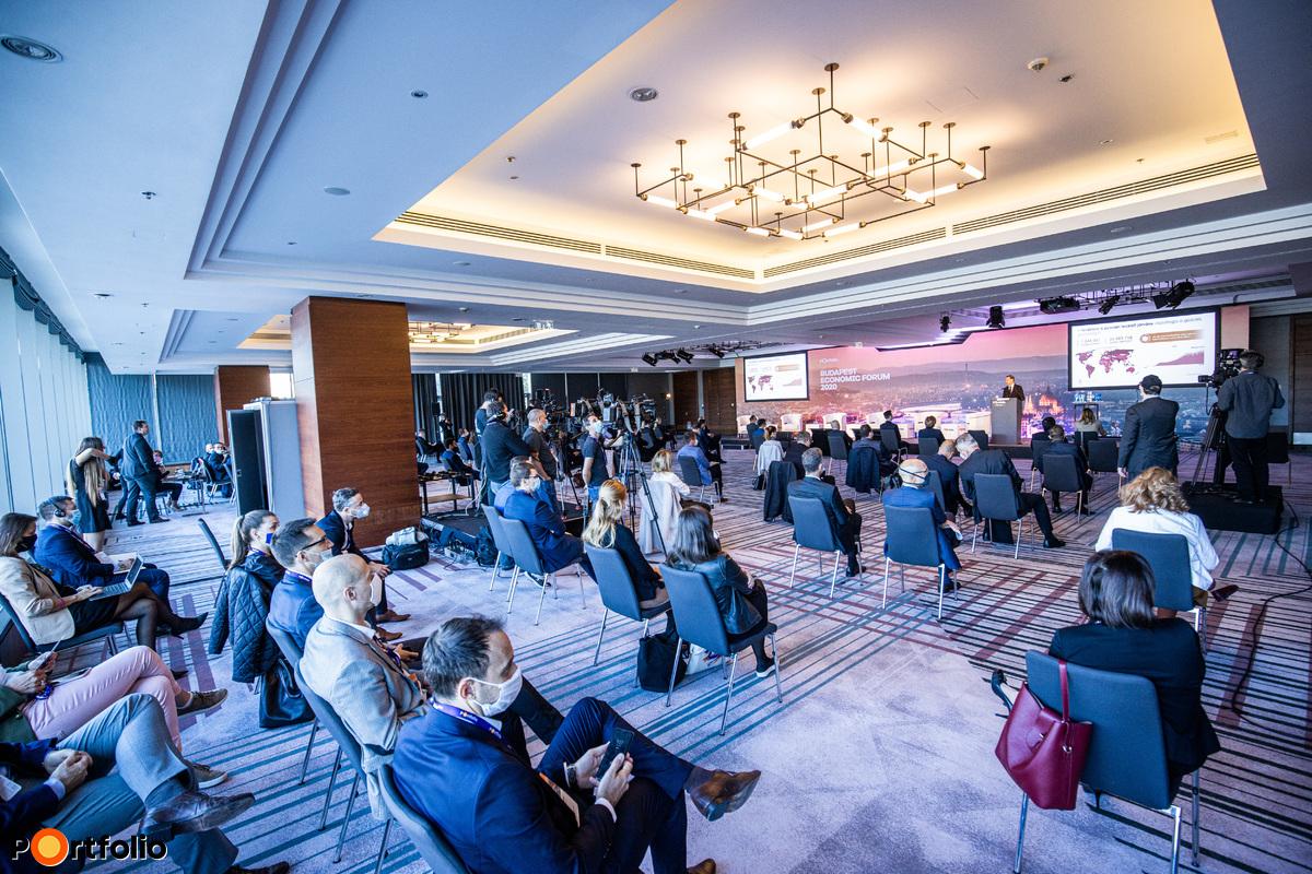 Több mint 300 fővel került megrendezésre a Budapest Economic Forum 2020 hibrid konferencia. Maximális helyszíni biztonság és a megszokott magas szakmai színvonal a helyszínen és a virtuális térben is.