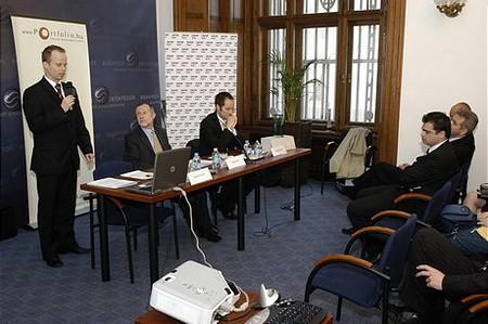 Sándorfi Balázs (portfolio.hu) megnyitja a rendezvényt