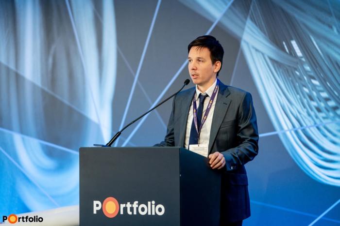 Csiki Gergely, a Portfolio lapigazgatója és a konferencia szakmai szervezője köszöntötte a vendégeket.