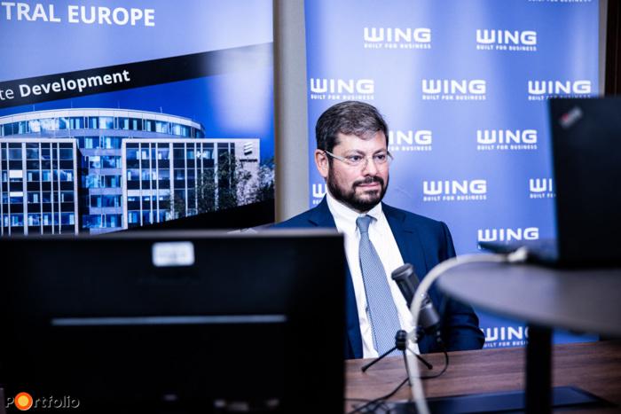 Online beszélgetés: Elindultak a hódítások - hogy látják a jövőt a legnagyobb hazai szereplők? Moderátor: Borbély Gábor MRICSk (kutatási igazgató, CBRE), a bszélgetés résztvevői: Futó Gábor (társalapító / tulajdonos, Futureal-csoport), Noah Steinberg FRICS (elnök-vezérigazgató, WING, (RICS magyarországi elnöke)), online csatlakoztak a beszélgetéshez (Fotó: Stiller Ákos)