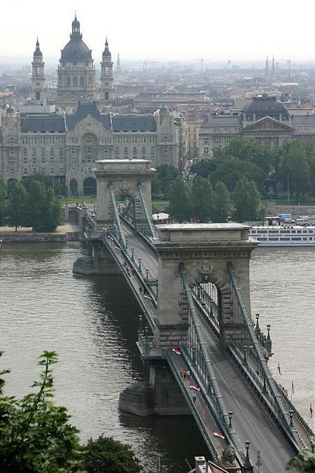 No traffic on the Chain Bridge now