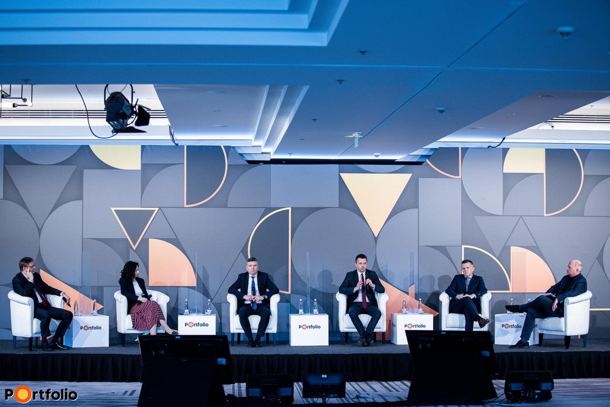 Panelbeszélgetés: Mit tanultak a piaci vezetők 2020-ból?
