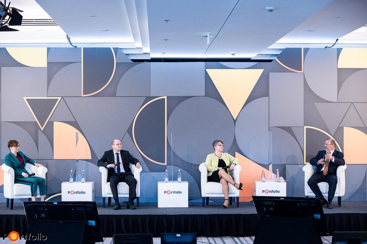 Az egészségbiztosítók jelene és jövőképe. Beszélgetés résztvevői:Schaub Erika (személybiztosítási igazgató, Generali Biztosító), Oláh Attila (kockázati személy- és egészségbiztosítási ágazatvezető, Groupama Biztosító), Almássy Gabriella (elnök-vezérigazgató, UNION Biztosító), és a moderátor Lantos Csaba (tulajdonos, Lantos Vagyonkezelő)