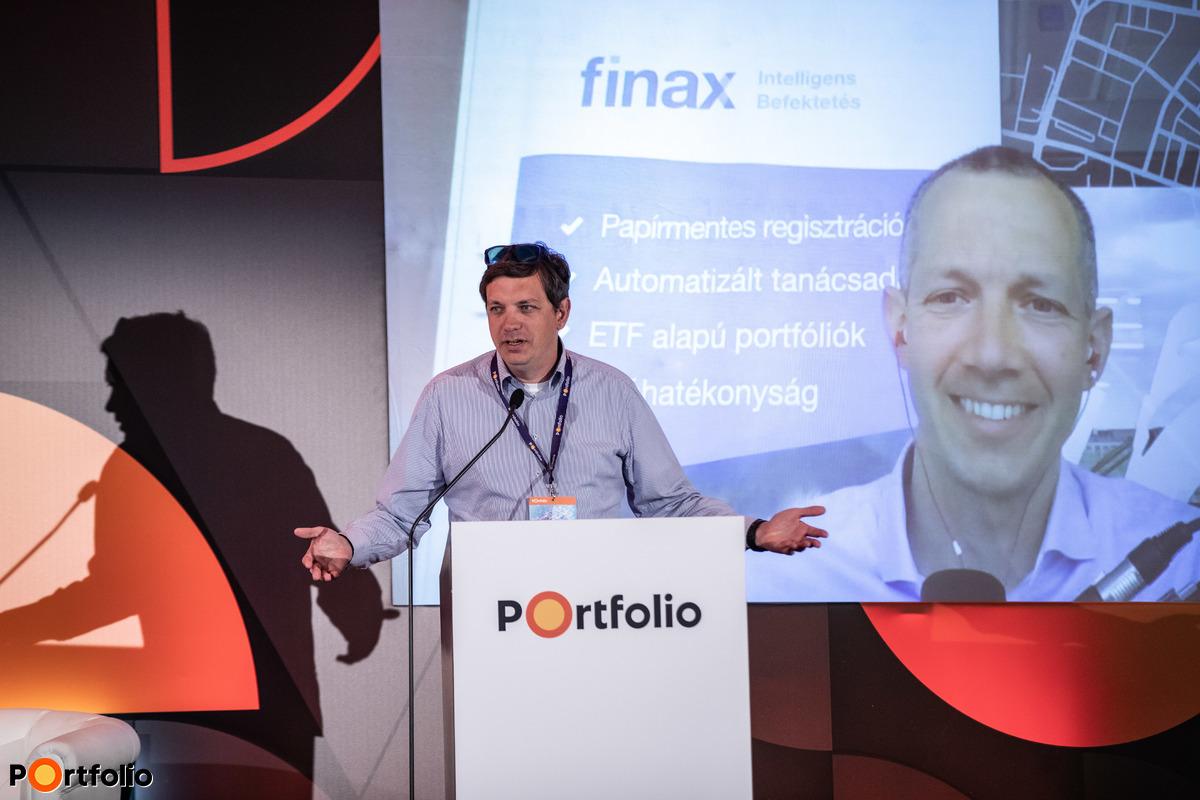 Faluvégi Balázs (elnök, Magyar Fintech Szövetség) konferálta fel Juraj Hrbatý-t (CEO, Finax): Robottanácsadás: Forradalom, trend vagy ez az új sztenderd?