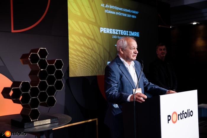 """Az """"Év Építőipari Személyisége"""" díj győztese 2021-ben Peresztegi Imre, a ZÁÉV Építőipari Zrt. igazgatósági tagja (Fotó: Stiller Ákos)"""