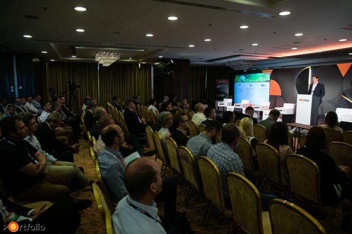 Csaknem 250 fővel került megrendezésre a Portfolio-MAGE Járműipar 2021 hibrid konferencia június 15-én az Aquaworld Resort Hotelben. Maximális helyszíni biztonság és a megszokott magas szakmai színvonal a helyszínen és a virtuális térben is.
