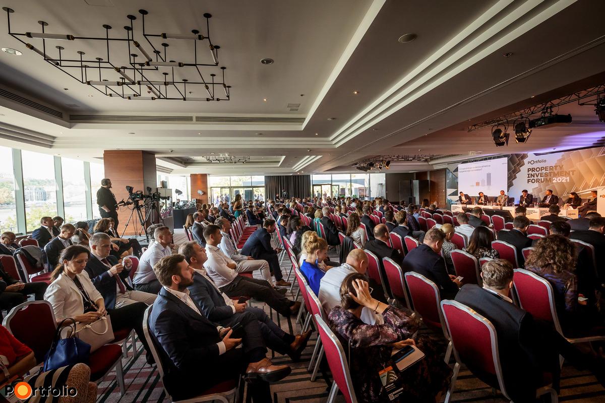 Több, mint 600 fővel került megrendezésre a Property Investment Forum 2021 hibrid konferenciája. A megszokott magas szakmai színvonal a helyszínen és a virtuális térben is. (Fotó: Mónus Márton, Mudra László)