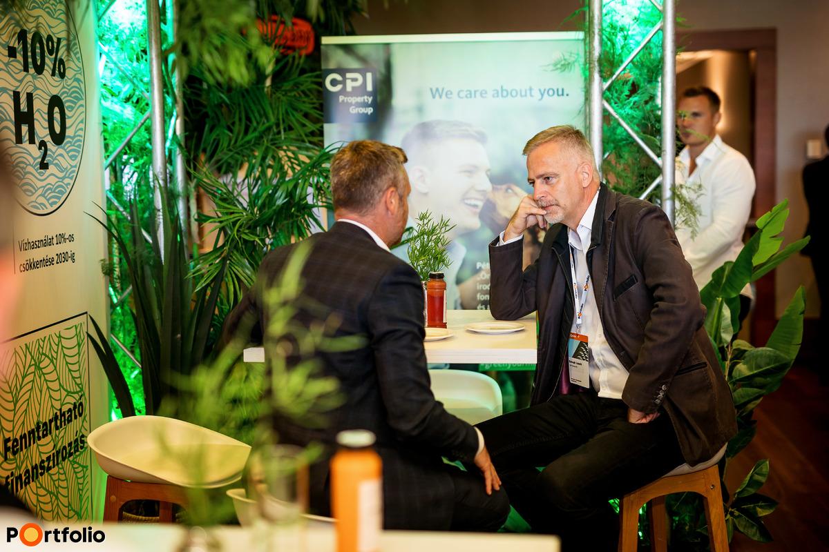 Kávészünet & networking (Fotó: Mónus Márton, Mudra László)