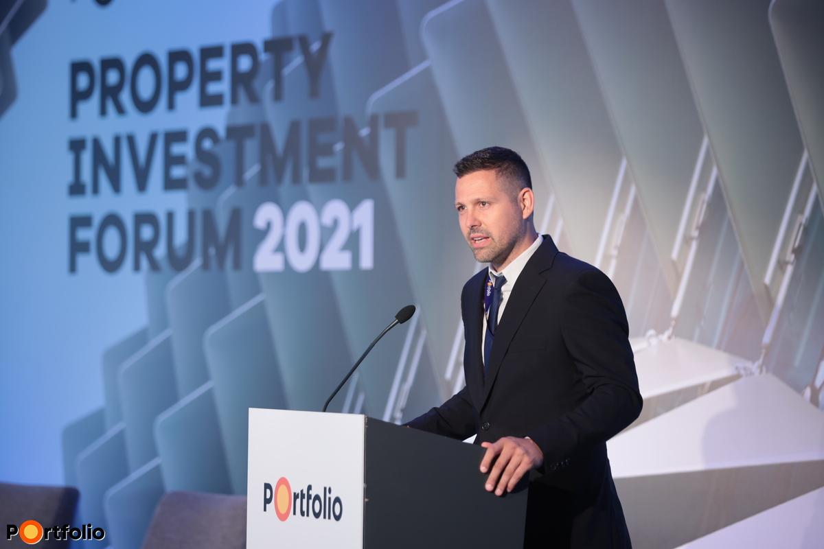 Ditróy Gergely a Portfolio ingatlandivízió-vezetője köszöntötte a vendégeket a konferencián (Fotó: Mónus Márton, Mudra László)