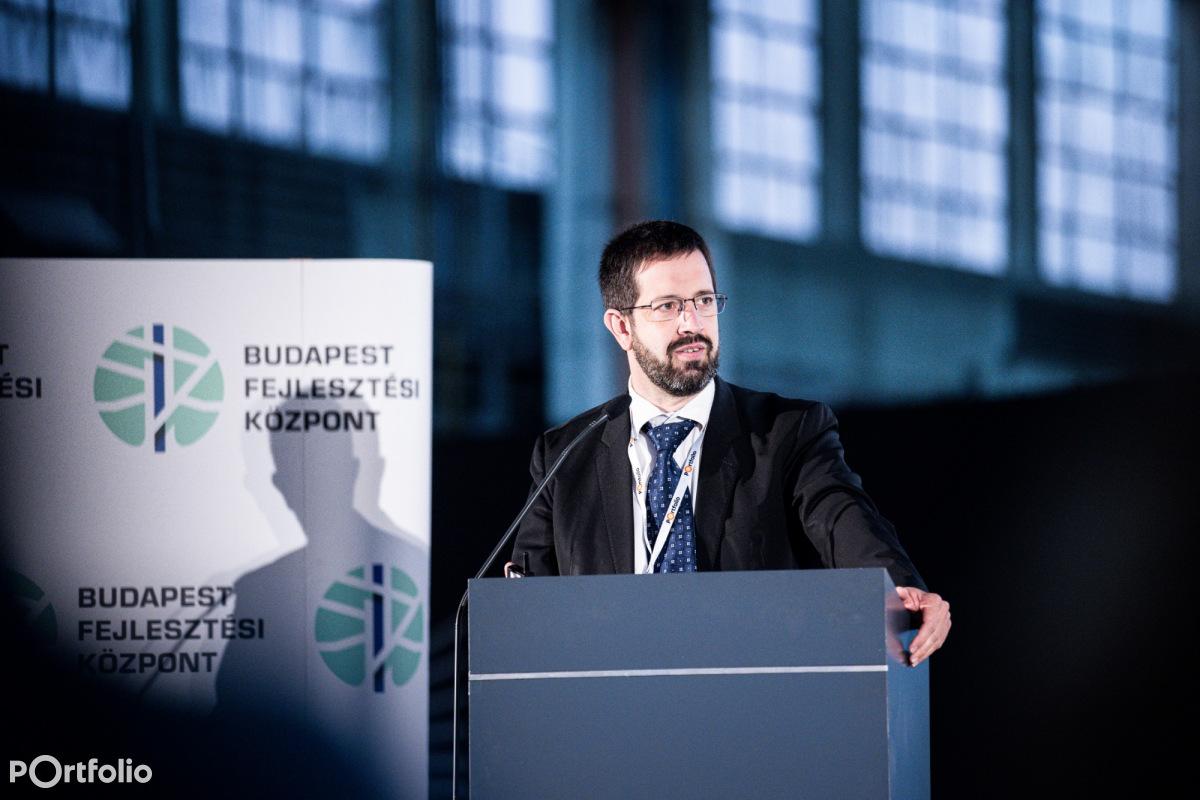Balás Gábor (ügyvezető, HÉTFA Kutatóintézet és Elemző Központ): Nemzetközi tapasztalatok - A Duna alagút benchmark vizsgálata (Fotó: Stiller Ákos)