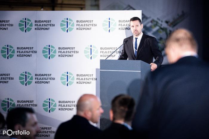 Ditróy Gergely, a  Portfolio ingatlandivízió-vezetője köszöntötte a vendégeket a rendezvényen (Fotó: Stiller Ákos)