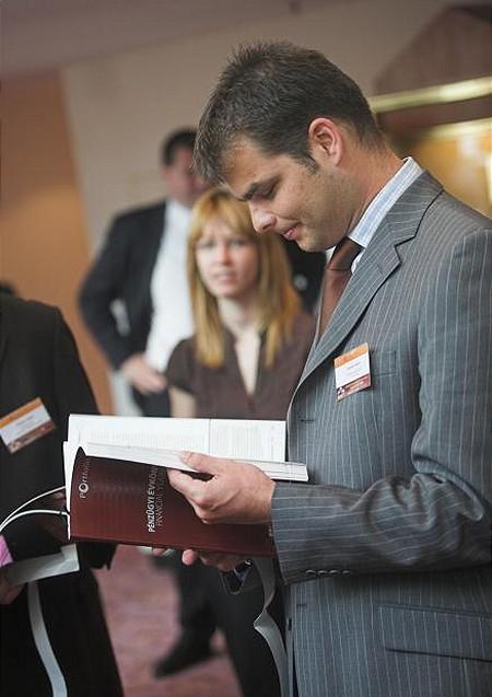 A konferencián mindenki kézbe vehette a Portfolio.hu kiadványát a Pénzügyi Évkönyvet