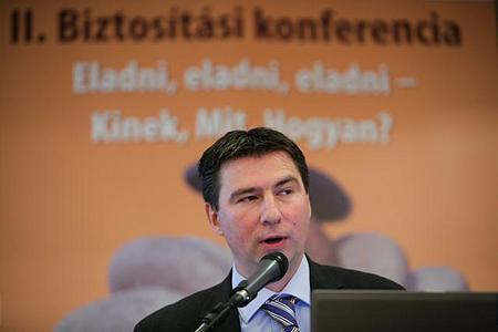 Papp Lajos, az FBAMSZ elnöke, az alkuszpiac jelenéről és jövőjéről tartott előadást