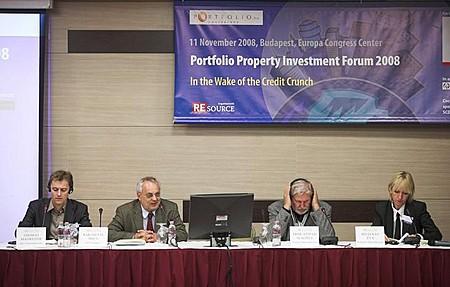 A Portfolio.hu-nak sikerült egy asztalhoz ültetnie Bécs, Budapest és Pozsony főépítészét (Thomas Madreiter - Bécs, Baross Pál - ING Real Estate, Prof. Stefan Slachta - Pozsony; Beleznay Éva - Budapest)