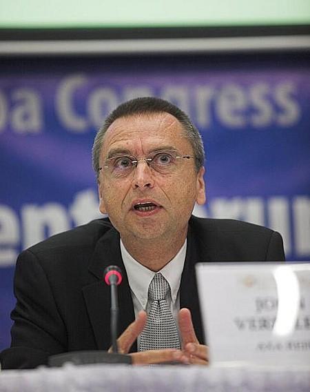 John Verpeleti (AXA REIM) a válság sújtotta régiós ingatlanpiacról szóló panelbeszélgetés résztvevője volt.