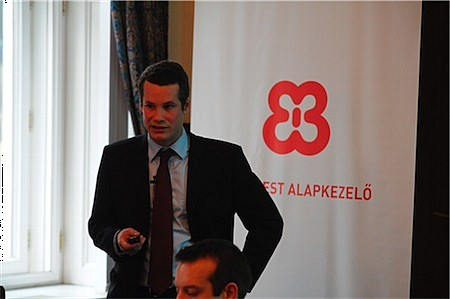 Bebesy Dániel, a Budapest Alapkezelő portfoliomenedzsere szerint figyelni kell a környező országok folyamatait is, illetve a szabályozó hatóságok részéről célszerűek lennének az összehangolt akciók akár regionális szinten is.