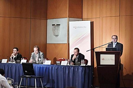 Bilibók Botond (Concorde Alapkezelő Zrt.), Erdős Mihály (PSZÁF), Martijn Tans (AEGON Global Pensions), Gaál Attila (AON Pénztárszolgáltató Zrt.)