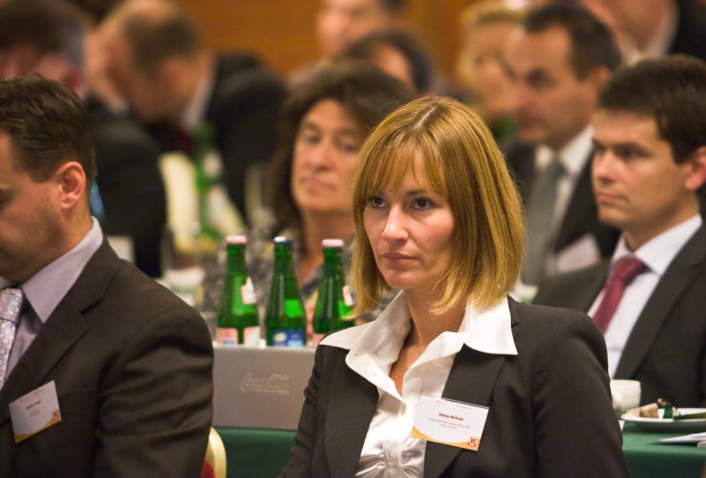 A Biztosítási konferencián termékfejlesztők, értékesítésért felelős szakemberek, alkuszok, közvetítők, pénzügyi tanácsadók, biztosítási joggal és adózással foglalkozó szakemberek vettek részt.