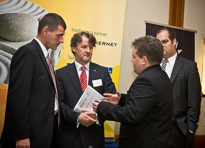 Előadói egyeztetés: Debreczeni Ákos (MABIASZ), Ertl Pál (UNIQA Biztosító Zrt.) Kuruc Péter (K&H Biztosító Zrt.) és Bán Zoltán (Portfolio.hu)