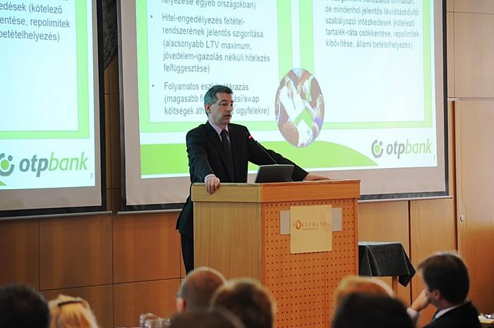 Az OTP Bankot Dr. Urbán László vezérigazgató-helyettes (Stratégiai és Pénzügyi Divízió) képviselte tavaly