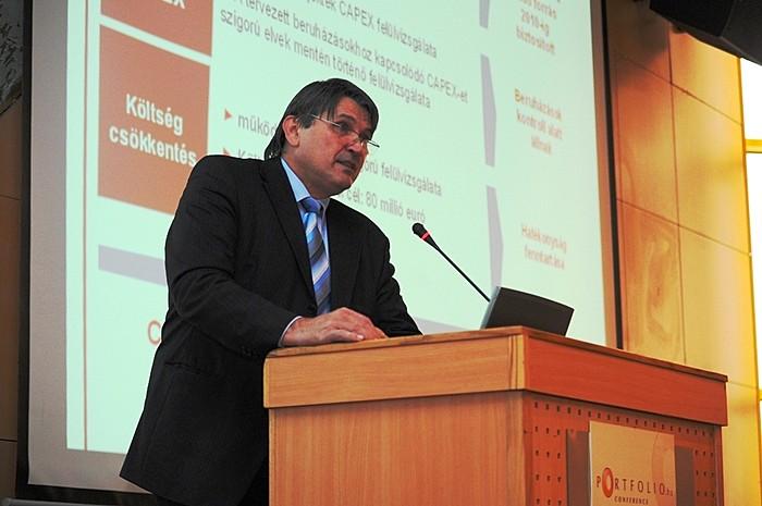 A MOL részéről Molnár József pénzügyi vezérigazgató-helyettes (és igazgatósági tag) kiemelte, hogy a MOL jól pozícionált cégként tekintett a válság okozta kihívásokra