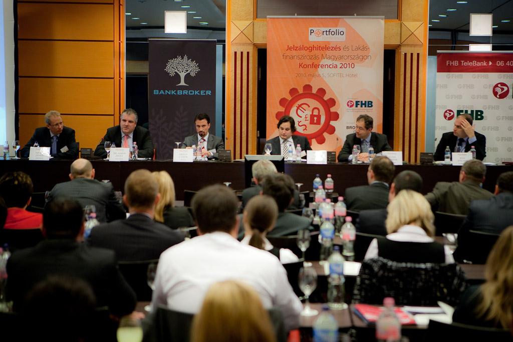 A forinthitelezésről beszélgetett Szuda János (FHB Bank), Dr. Simon Zsolt (Erste Bank), Orbán Gábor (AEGON Mo.), Nagy Márton (Magyar Nemzeti Bank), Füzes Sándor (AXA Bank Europe SA Mo.) és Bán Zoltán kollégánk (Portfolio.hu)