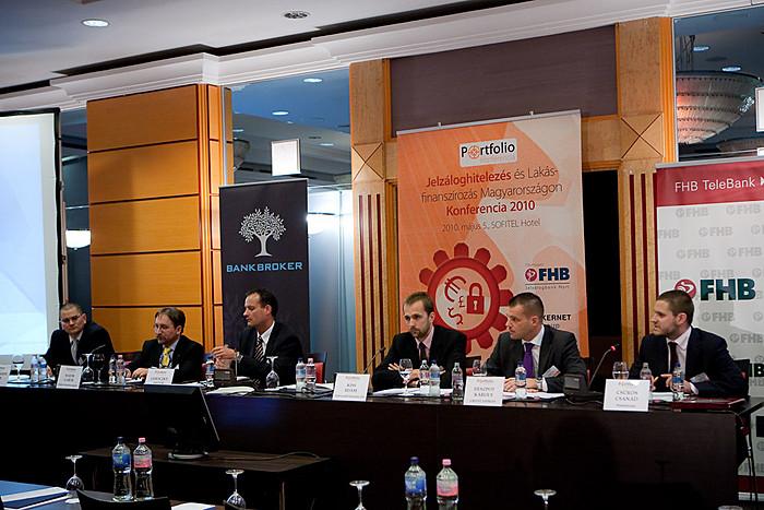A konferencia végére is maradt izgalmas téma, a rossz adósok kezelése: Thummerer Péter (EOS KSI), Major Gábor (Máltai Szeretetszolg.), Lehoczky Artúr (OTP), Kiss Ádám (Díjbeszedő Faktorház), Deszpot Károly (CREDITEXPRESS Mo.) és Csűrös Csanád (Portfolio)