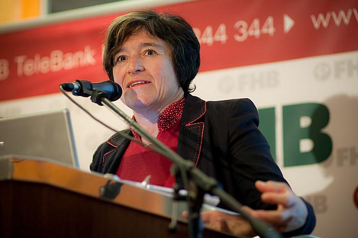 Dr. Király Júlia a Magyar Nemzeti Bank alelnöke, a lassan mérséklődő sérülékenységről és az elhúzódó hitelvisszaesésről tartott előadást.