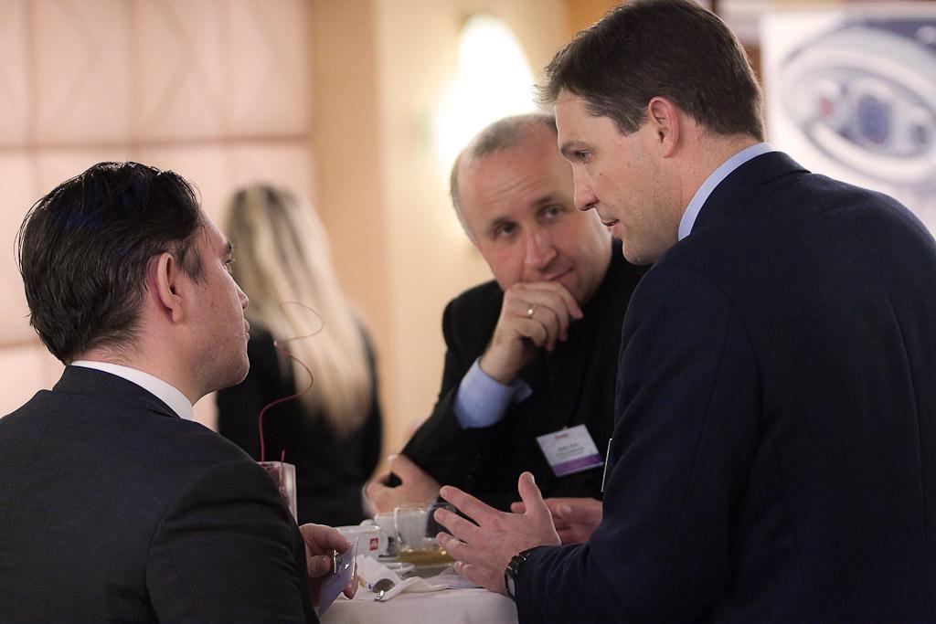 Greg Taylor (Head of Product Development, Financial Risk Management, London) és a Varga Szabolcs (vezérigazgató, Bank Gutmann) előadóink a Portfolio.hu Wealth Management 2010 konferencia szünetében is egyeztettek.