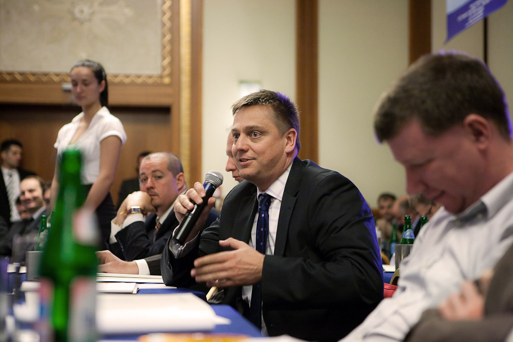 A panelbeszélgetések alkalmával lehetőség nyílt közönség kérdésekre is. Aki kérdez: Vízkeleti Sándor, a Pioneer Alapkezelő Zrt. vezérigazgatója.