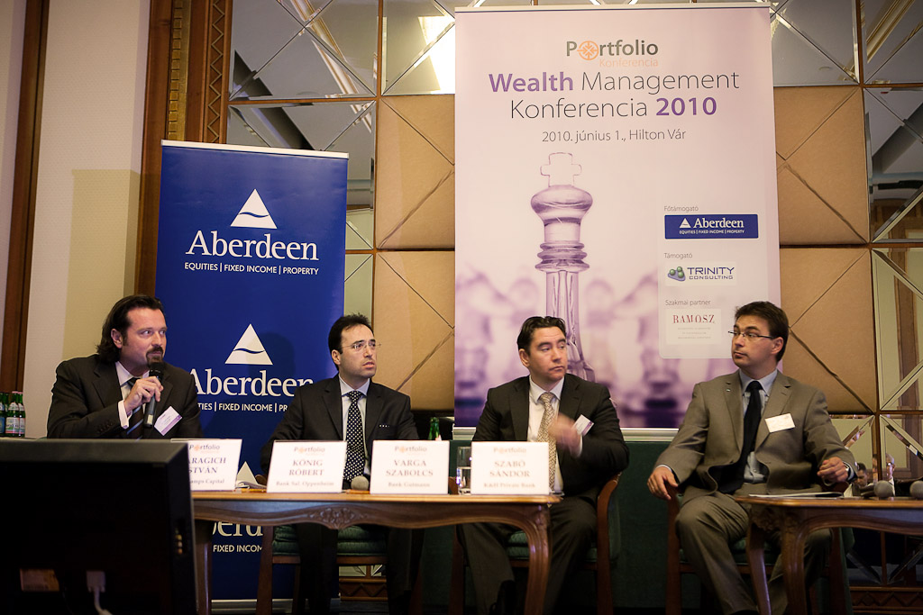 A Portfolio.hu konferenciájának private banking panelbeszélgetésén Karagich István (BloChamps Capital), König Róbert (Bank Sal. Oppenheim), Varga Szabolcs (Bank Gutmann) és Szabó Sándor (K&H Private Bank) vett részt.