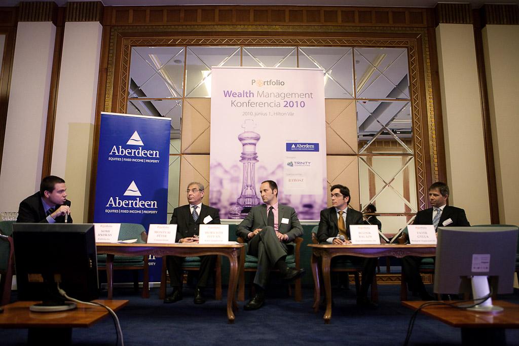 Péter Montvai (Commerzbank, Luxemburg), István Horváth (K&H Alapkezelő), Balázs Bozsik (Erste Befektetési Zrt.), Gyula Fatér (Budapest Alapkezelő Zrt.) and András Somi (Portfolio.hu)