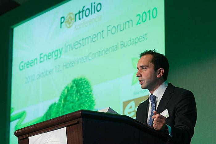 Nicolas Mazzoli, az RBS új energetikai technológiákhoz kapcsolódó tanácsadói csoportjának helyettes igazgatója (The Royal Bank of Scotland).