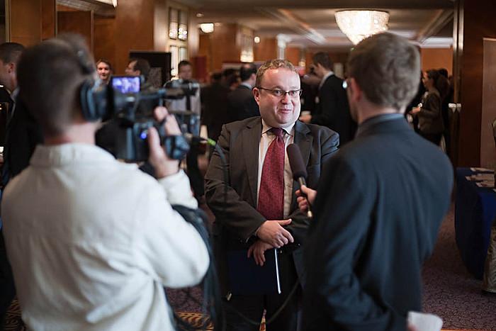 A média is érdeklődéssel hallgatta az esemény előadóit.