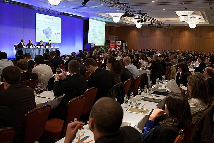 Merre megy az alternatív világ? Milyen utat választ Magyarország? Miként fokozható az érdeklődés a régió zöld befektetései iránt? Számtalan kérdés merült fel a konferencián, amire választ várt a hallgatóság