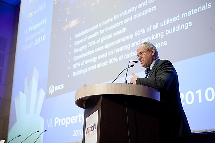 1. szekció: Árazás az ingatlanpiacon - Globális kihívások és kilátások Robert Peto, FRICS (RICS) előadásában.