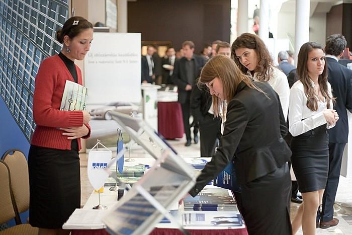 A konferencia alatt lehetőség volt betekinteni a szektor meghatározó vállalatainak tevékenységébe és jövőbeli terveibe.