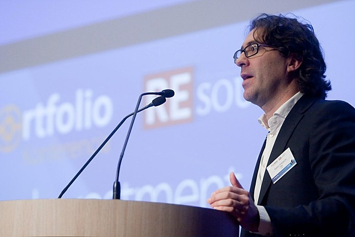 1. szekció: Globális kilátások - lokális esélyek. Dr. Andrea Sartori (KPMG)