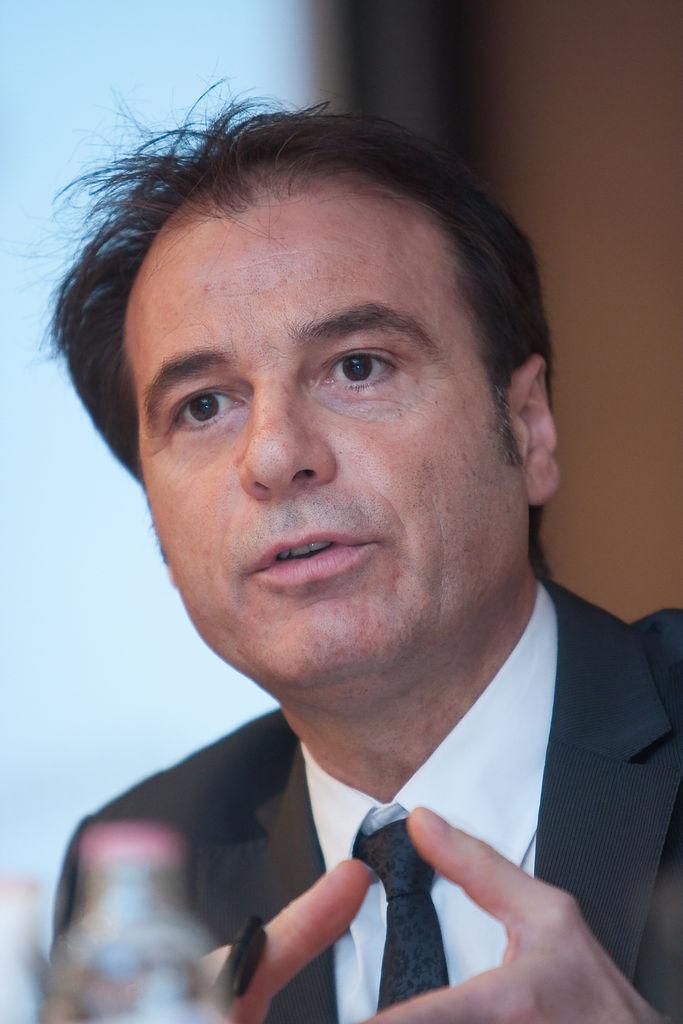 \'Értékbecslés bizonytalan piaci környezetben\' című 1. szekciót Luciano Capaldo FRICS (Chairman RICS Europe) moderálta.