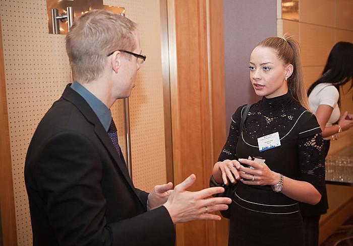 A szünetekben lehetőség nyílt a nemzetközi ingatlan-értékbecslési tapasztalatokról véleményt cserélni.