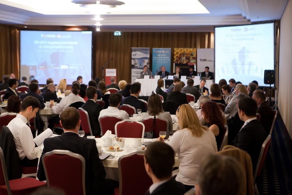 A Portfolio.hu FM 2011 - Ingatlanüzemeltetés és Energiahatékonyság című rendezvényen száztizen vettek részt.