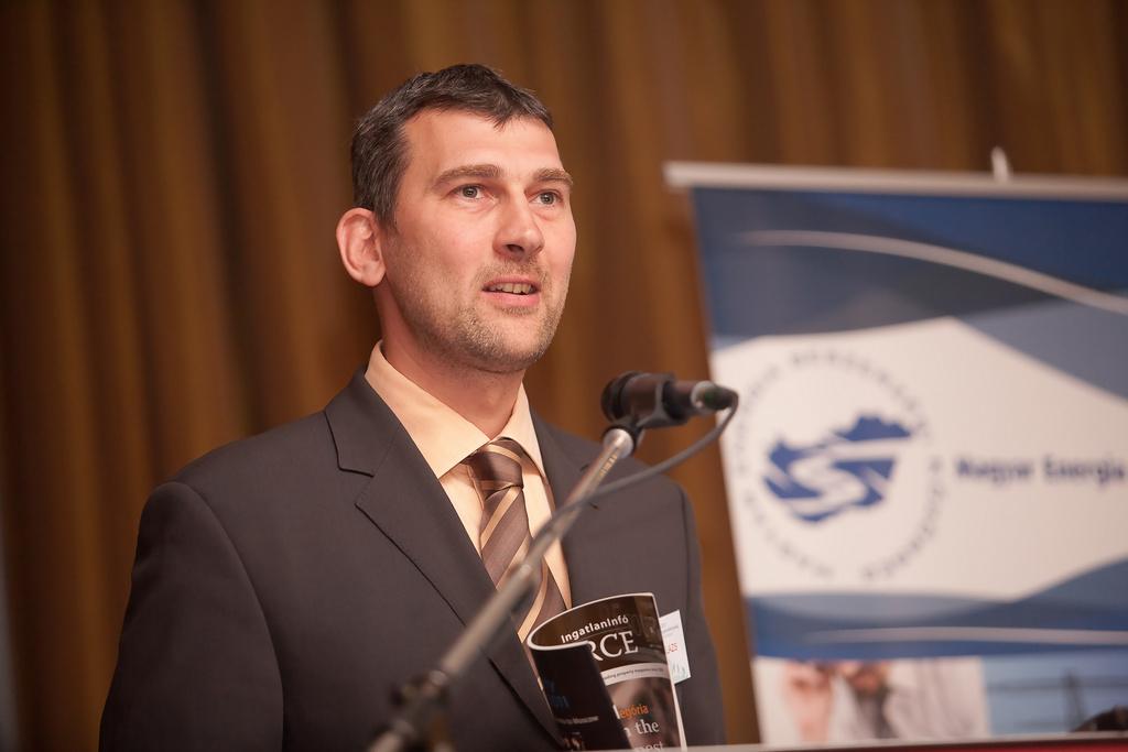 A rendezvény kezdetén a szervezők nevében Agócs Balázs, a Portfolio.hu értékesítési vezérigazgató-helyettese köszöntötte a résztvevőket.