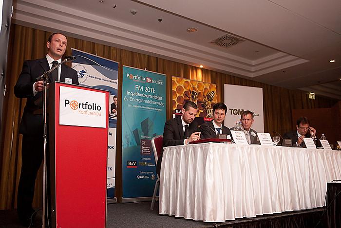 Szentpétery Arnold, a Sourcing Hungary Kft.ügyvezető igazgatója a professzionális energia beszerzésről prezentált.