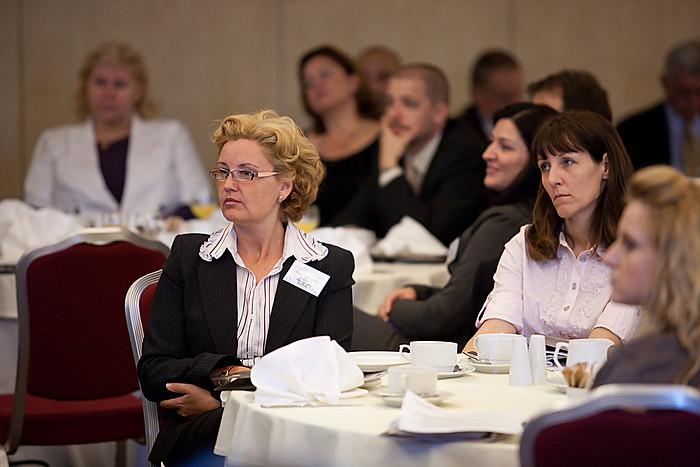 Az asztaloknál ezúttal sok hölgy is helyet foglalt - elnőiesedik az FM szektor?
