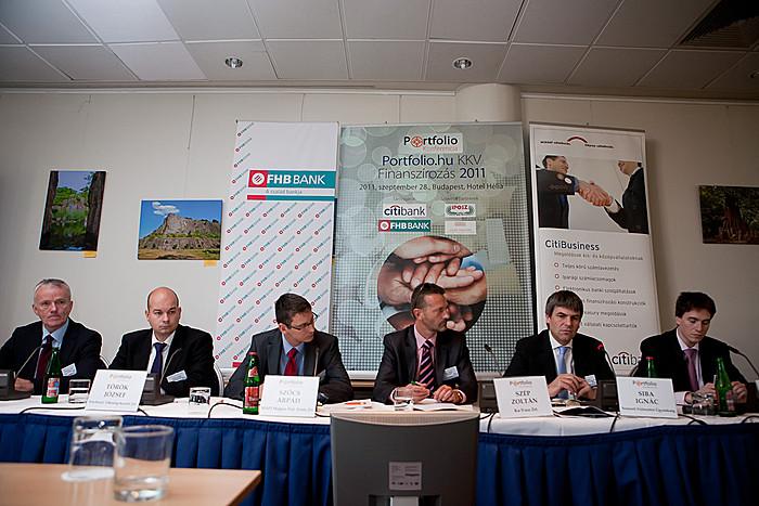 Az állami forrásokról szóló panelben Siba Ignác (NFÜ), Szép Zoltán (Ka-Vosz) Szőcs Árpád (MAPI Magyar Fejl-i Iroda), Török József (Széchenyi Tőkealap-kezelő), Vingelman József (MV-Magyar Vállalkozásfin-i Zrt.) és Szabics András Zsolt.