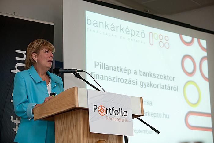 Az első előadást Marsi Erika, a Nemzetközi Bankárképző Központ Zrt. alelnöke tartotta